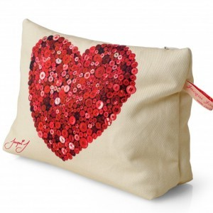 Button Heart Wash/Clutch Bag Cream